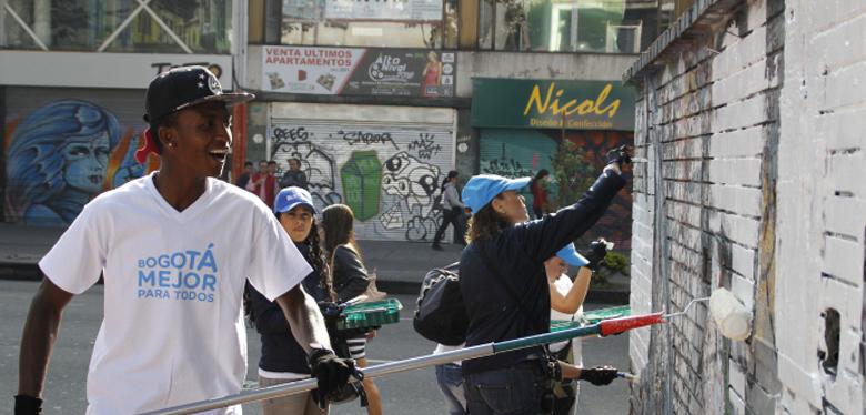 Bogotá se embellece jóvenes idipron