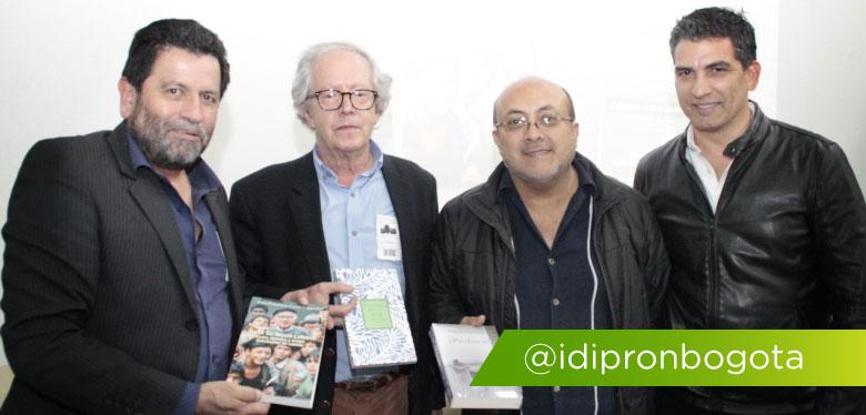 Director y tres personas en el lanzamiento del libro de Javier De Nicoló