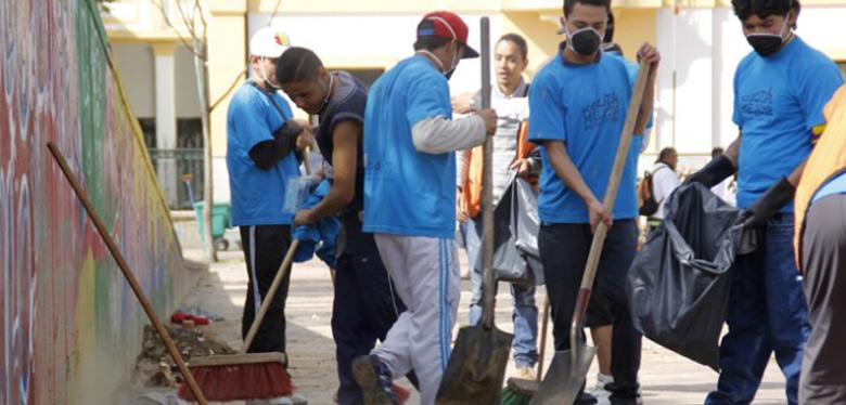 jornada de limpieza plaza españa jóvenes idipron