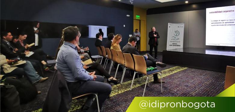 Expositores en evento convenio LATAM e IDIPRON