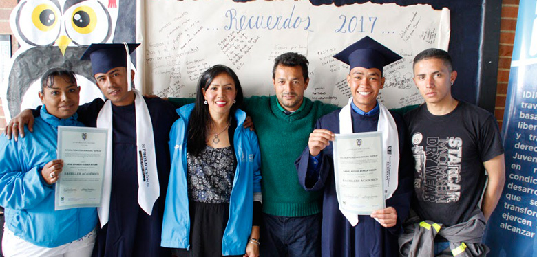 Imágen 150 jóvenes de IDIPRON reciben el título de bachiller académico