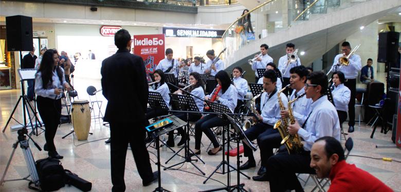 imagen orquesta idipron en festival cine independiente Bogotá