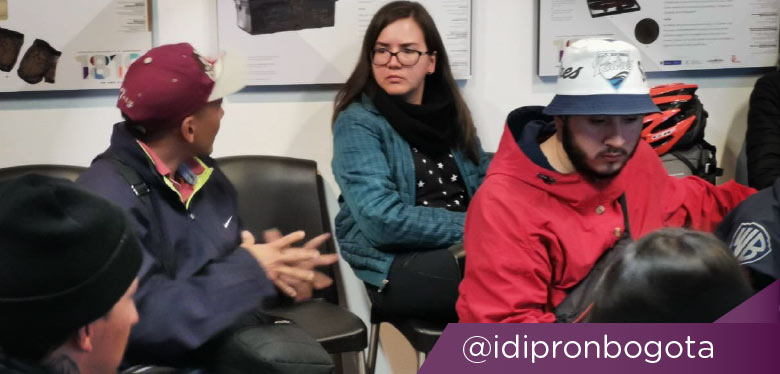 Imagen de jóvenes en construcción de memoria de Bogotá