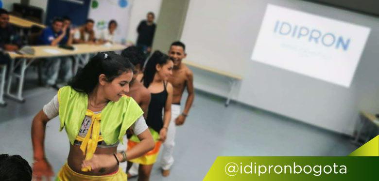 Jóvenes bailarines en evento coLABoratorio