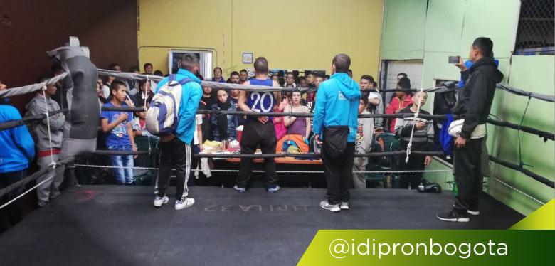 Jóvenes IDIPRON en torneo de boxeo
