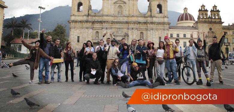 Jóvenes IDIPRON en Plaza de Bolivar